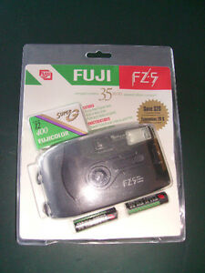 FUJI COMPACT CAMAERA 35 MM - NEW