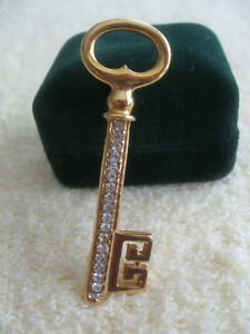 "CLASSY VINTAGE ""EYE-CATCHING"" BROOCH from the '60's"