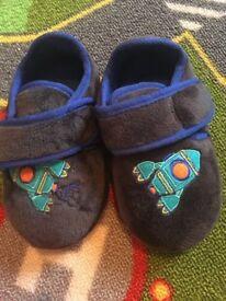 New m&s kids slippers £5
