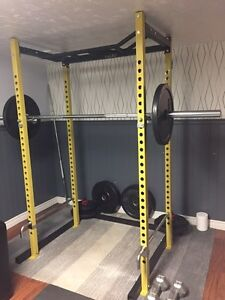 BRAND NEW 505 power rack & 225lb rubber plates gym grade quality