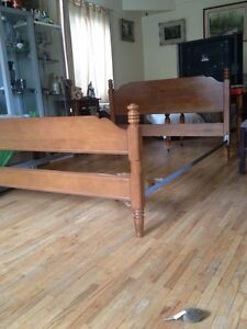 Saugeen Krug  Double Maple Bed  with side rails