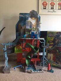 Toy Teenage Mutant Ninja Turtle - City sewer lair