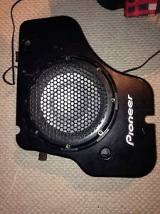 """12"""" pioneer subwoofer in truck box NEED GONE $20 free delivery"""
