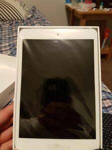 iPad 2 mini BRAND NEW. 16gb, wifi + cellular