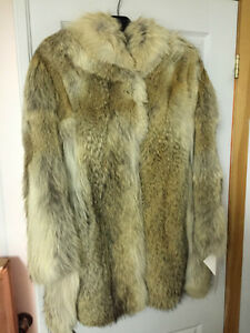 Fur Coat - Artic Wolf - REAL FUR West Island Greater Montréal image 1