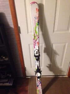 Girls downhill skis