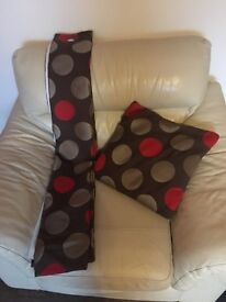Pair of marks and Spencer curtains & x2 cushions £35 ono