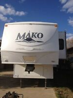 2011 Gulf Stream Mako 5th Wheel Camper