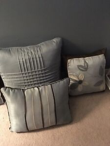 Decorative pillows  Sarnia Sarnia Area image 3