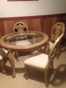 Vintage Dining Room Table and Chairs London Ontario image 1