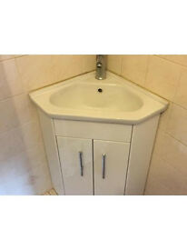 Cloakroom sink unit