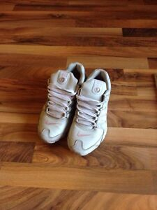 NIKE SHOCKS-Pink+grey size 9 London Ontario image 3