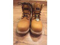 Brand new Dunlop men's boots
