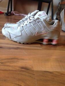NIKE SHOCKS-Pink+grey size 9 London Ontario image 5