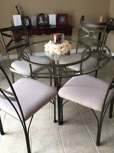 >>> AMAZING DEAL <<< Glass Table & Chairs