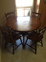 PEDESTAL TABLE & CHAIRS - *REDUCED*