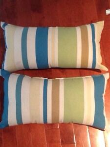 Outdoor pillows for bistro set