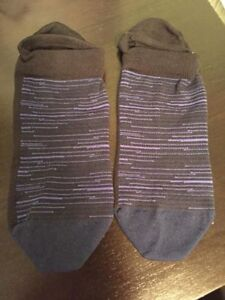 Ladies Lululemon Play All Day Socks- like new sz med/lg