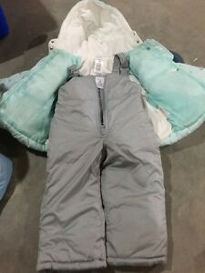 Carters 2T snowsuit - Never worn