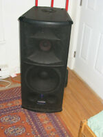 Mackie SR 1530 Active portable 3 way powered speakers