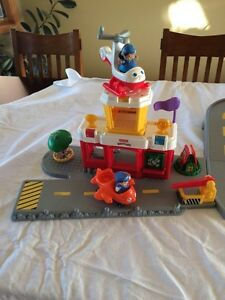 Fisher Price Little People Airport Set Strathcona County Edmonton Area image 2