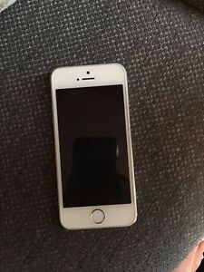 iPhone 5s - mint condition  London Ontario image 1