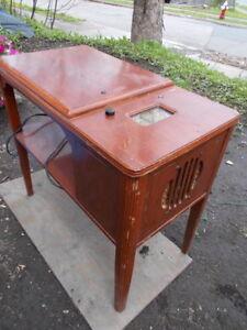 Antique Radio Viking table model