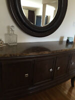 Dinning Buffet w/t Mirror ---  Meuble de Buffet a/c Mirroire