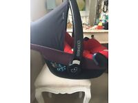 Maxi-Cosi Pebble car seat and Maxi-Cosi Easybase 2 base