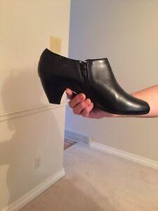 Hush puppies soft style black boot London Ontario image 3