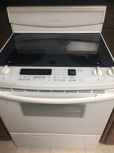 Kitchen Aid range with convection & self clean.  REDUCED! Windsor Region Ontario image 1