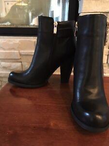 Black short boots / Petites bottes noires à talon Gatineau Ottawa / Gatineau Area image 2
