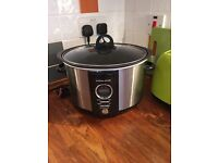 Almost new slow cooker