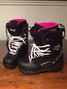 Women's size 10 Snowboarding boots  Cornwall Ontario image 1