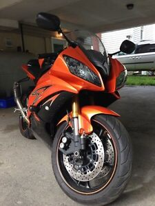 2009 Yamaha R6 :: 10,000 km :: $7,000