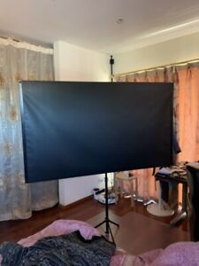 "EPSON ELPSC21B 80"" Portable Tripod Screen"