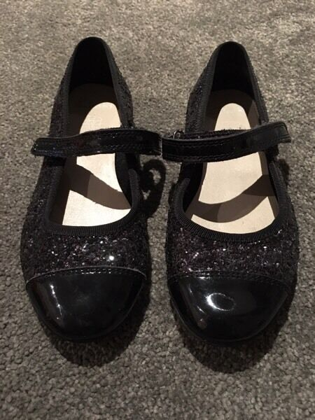 Black clarks pumps-as new worn only once-size 9.5