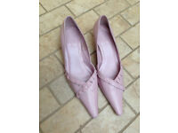 Pink pink ladies shoes. Size 6