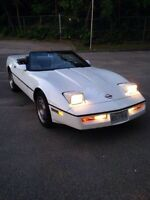 Gorgeous Corvette Convertible with 6spd Manual Transmission