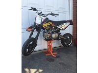 Road legal 140cc pitbike supermoto
