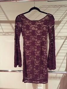 Robe Bourgogne en dentelle.  Burgundy lace dress