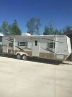 Very clean 27.5' conquest travel trailer
