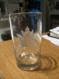 OLD VINTAGE COLLECTOR'S CLEAR GLASS TUMBLER
