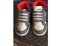 Fab condition adidas trainers size 9 (small boy)