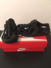 Toddlers 5.5 Nike pumps