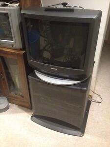 Sony Trinitron 20 inch TV with REMOTE & STAND Kitchener / Waterloo Kitchener Area image 2