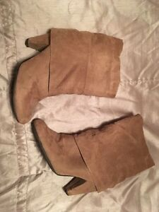 Size 8 slouchy suede boot