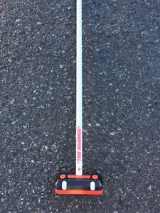 Hammer curling broom