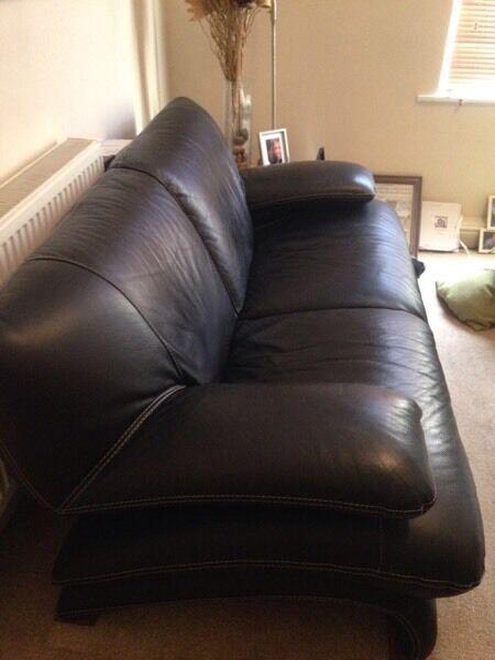 2 X Three Seater Black Italian Leather Dfs Sofas 163 400 The