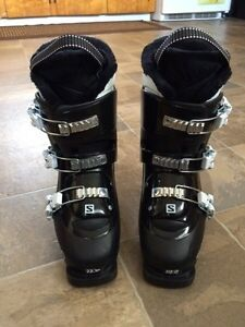 Youth ski boots